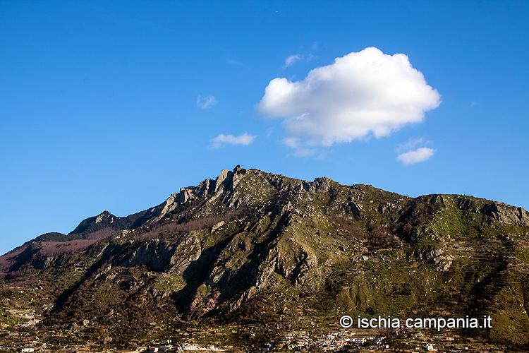 Monte Epomeo, il gigante buono dell'isola d'Ischia