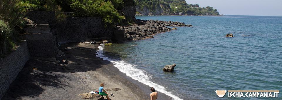 Spiaggia degli Inglesi. A due passi dal porto di Ischia