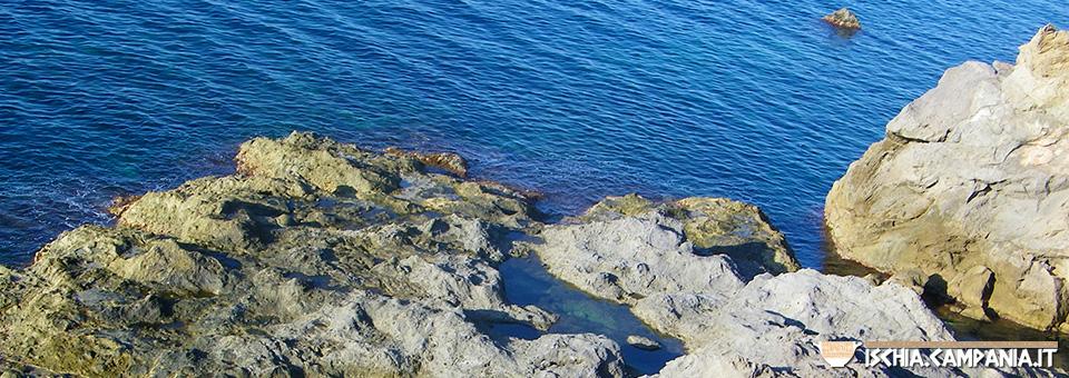 A mare sugli scogli di Zaro