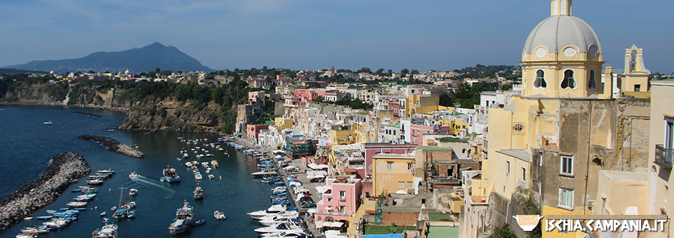 Marina Corricella: il villaggio colorato di Procida