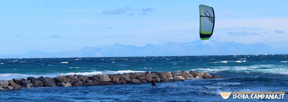 Lo spettacolo del kitesurf a Ischia