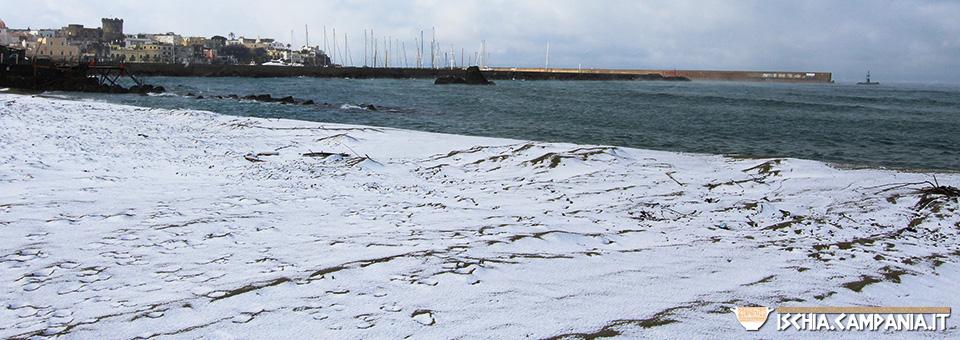 La neve a Ischia, spettacolo su tutta l'isola