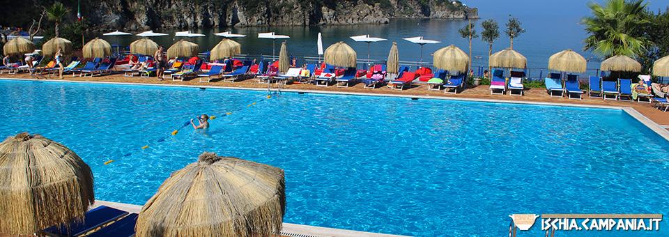 Ponte del 25 aprile a Ischia: 5 motivi per scegliere l'Isola Verde